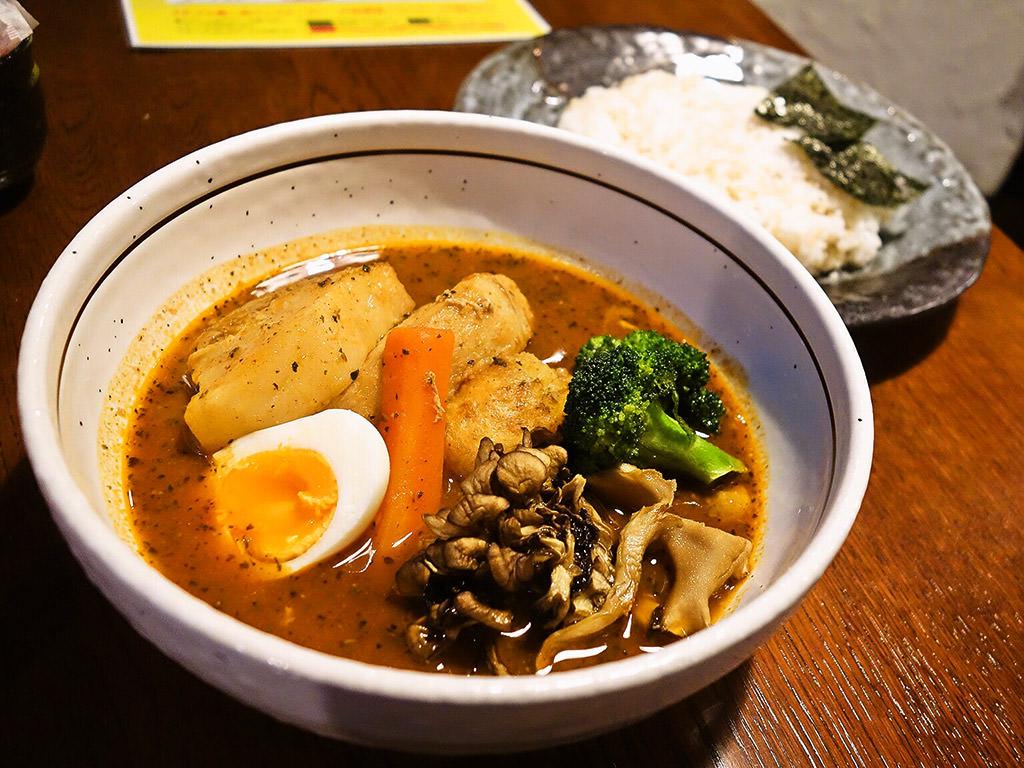 札幌らっきょ (本店)「道産もち豚角煮と愛別舞茸スープカレー」