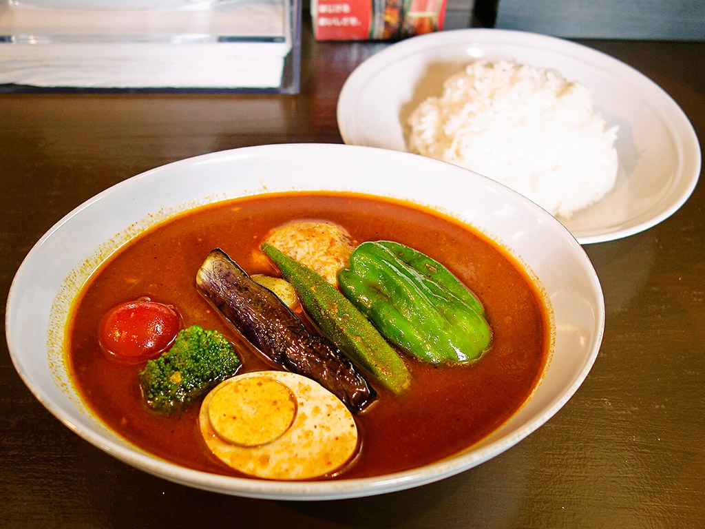 曉 AKATSUKI CURRY「チキンレッグ+3野菜」