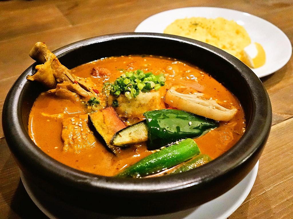 インドネシアン スールカリー バグース (11/9で閉店)「自家製鶏団子とモチ餅揚げ出し豆腐のスープカレー」