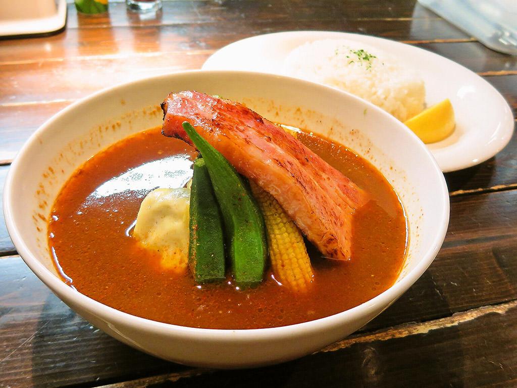 Curry Di.SAVoY (カリー ディ サボイ)「キャベツのミルフィーユ ベーコン添えのカリー」