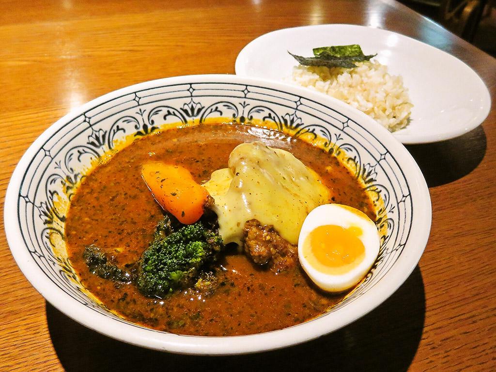 札幌らっきょ (本店)「手作りハンバーグとゴーダチーズスープカレー」
