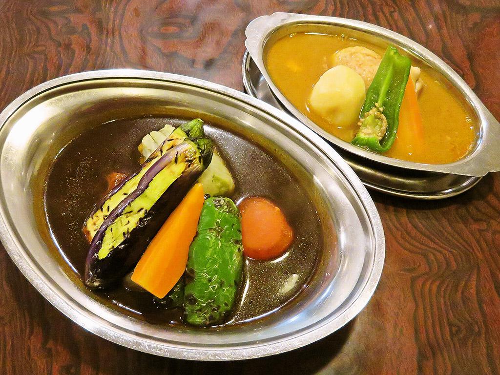 DELHI カレー料理専門店 デリー「チキンスープ・鶏肉 & カシミールカレー・野菜」
