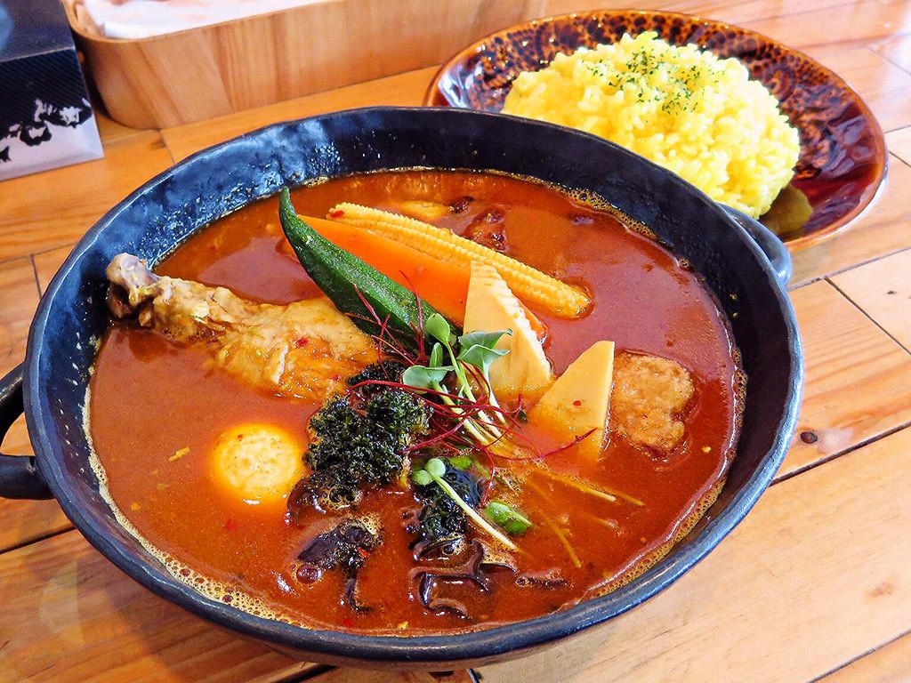 トムトムキキル (Soup curry tom tom kikir)「チキン野菜」