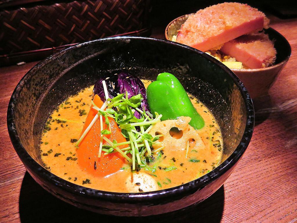 スープカリー イエロー (Soup Curry Yellow)「ハムカツのスープカリー」