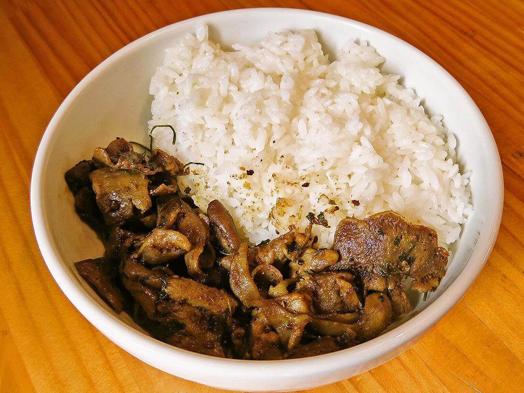 Curry カイエン「ホエー豚ホルモン&モツのパダンカレー」