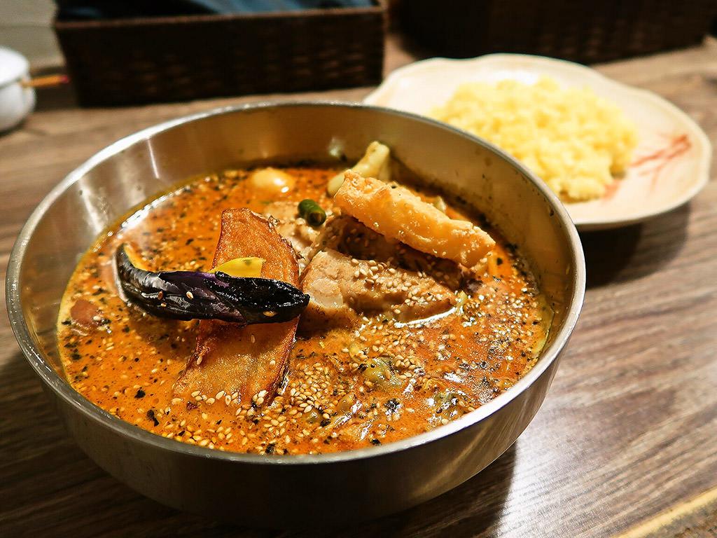 アジアンスープカリー べす「ちきんと豚煮カリー」