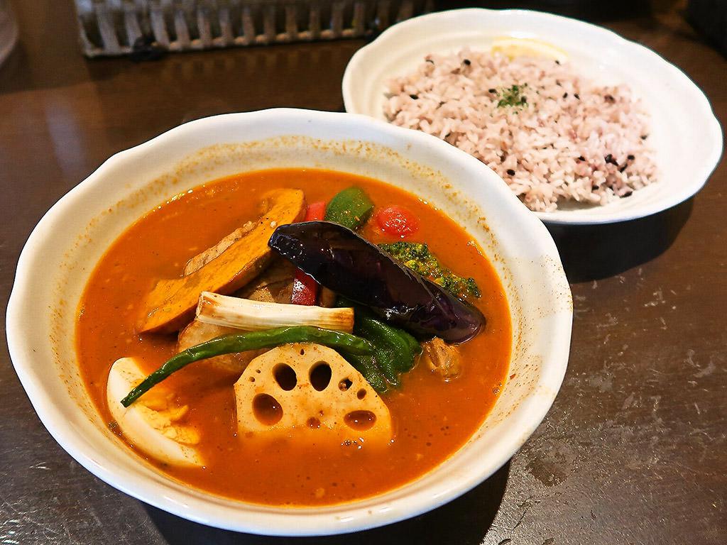 カリー乃 五〇堂 (ごまるどう)「スープカリー チキン野菜」