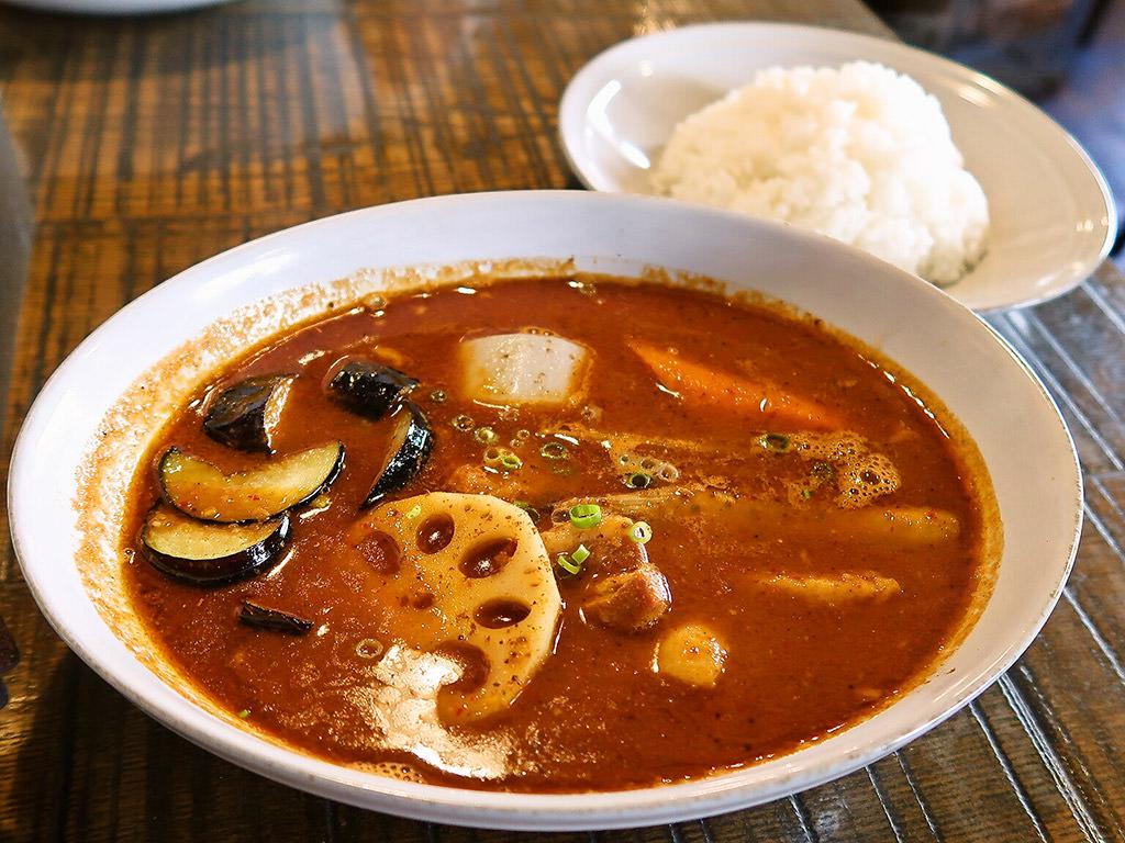曉 AKATSUKI CURRY (暁カリー)「豚角煮と根菜」