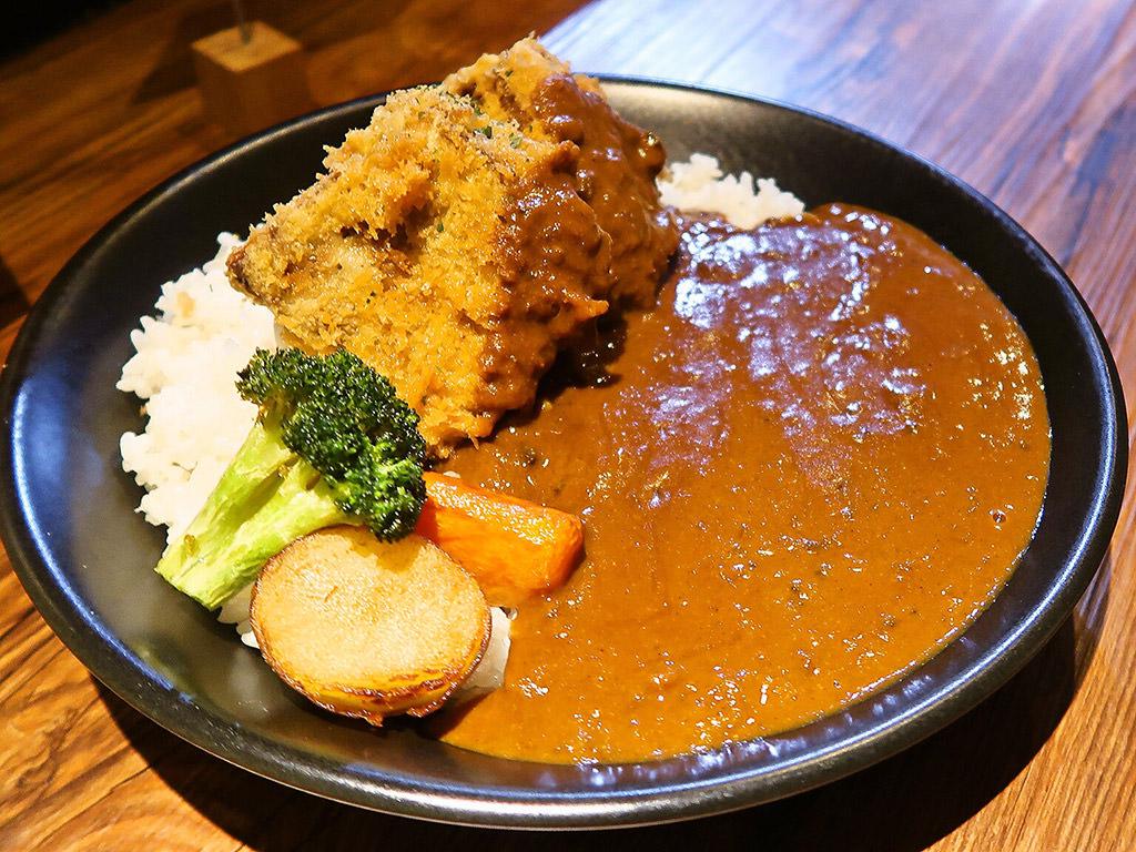 エイトカリー E-itou Curry「柔らか角煮カツのカレー」