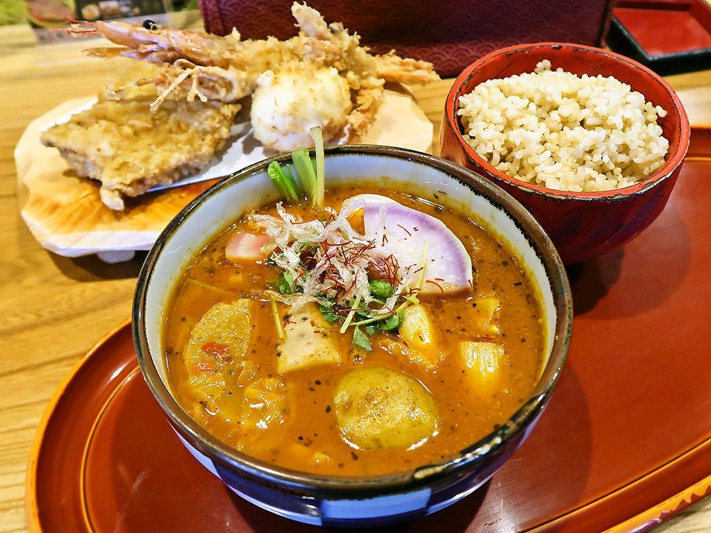 スープカリー 奥芝商店 おくしばあちゃん「おばぁのよそ行き天ぷらカリー」