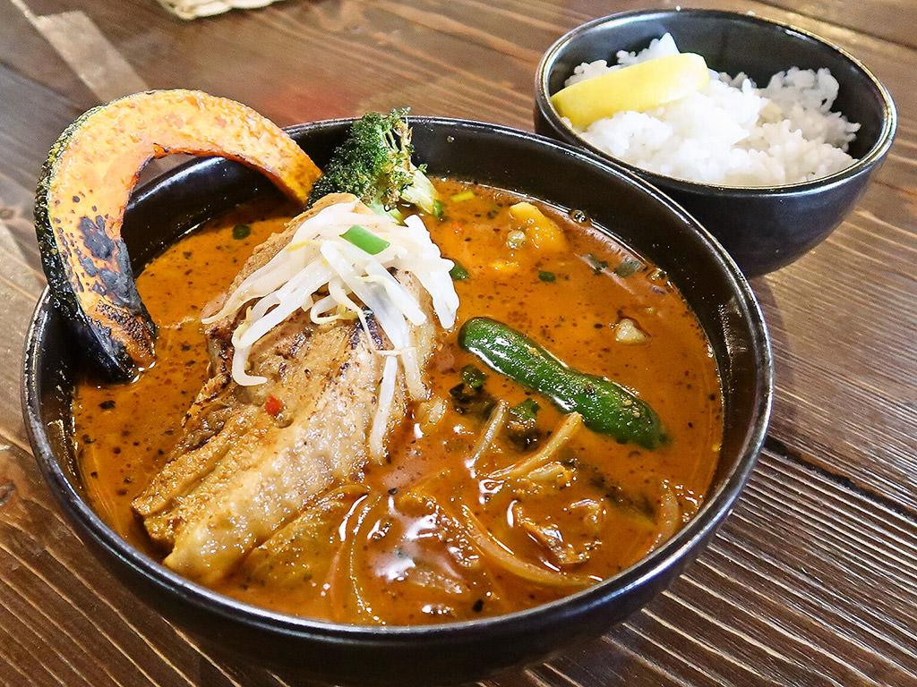 スープカリー 奥芝商店 白石オッケー丸「香りジューシー炙り醤油角煮カリー」
