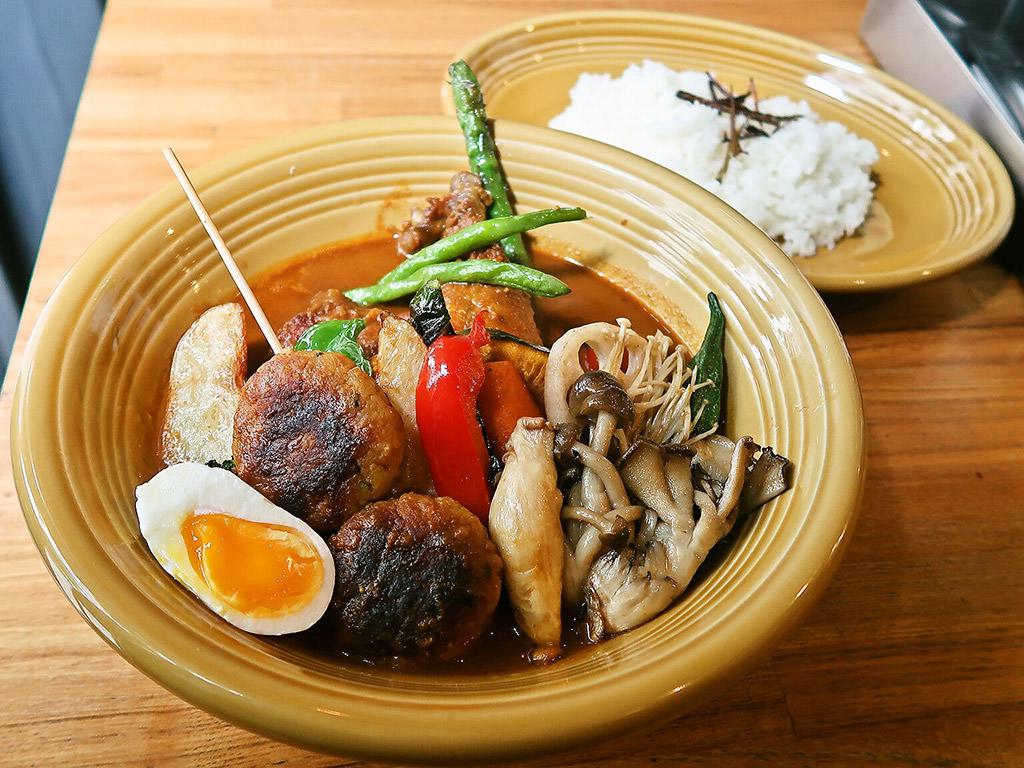 カレー&ごはんカフェ 【ouchi】 (おうち)「チキンと16種の野菜スープカレー」