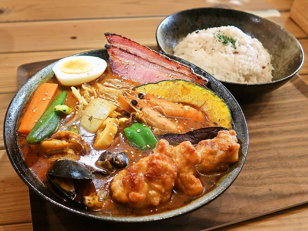札幌スープカレー シャララ ウエストサイド西野店「海の幸シーフードカレー」