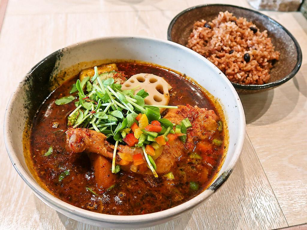 薬膳スープカレー シャナイア「チキンと野菜のスープカレー」