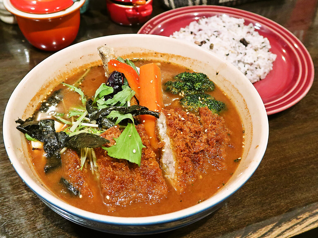 札幌スープカレー HIGUMA(ヒグマ)「スープカレー・サクサクとんかつ」