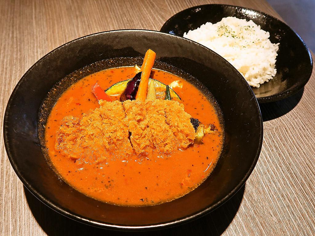 スパイシースポット Soup Curry & Cafe「野菜10種のスープカレー・とんかつ」