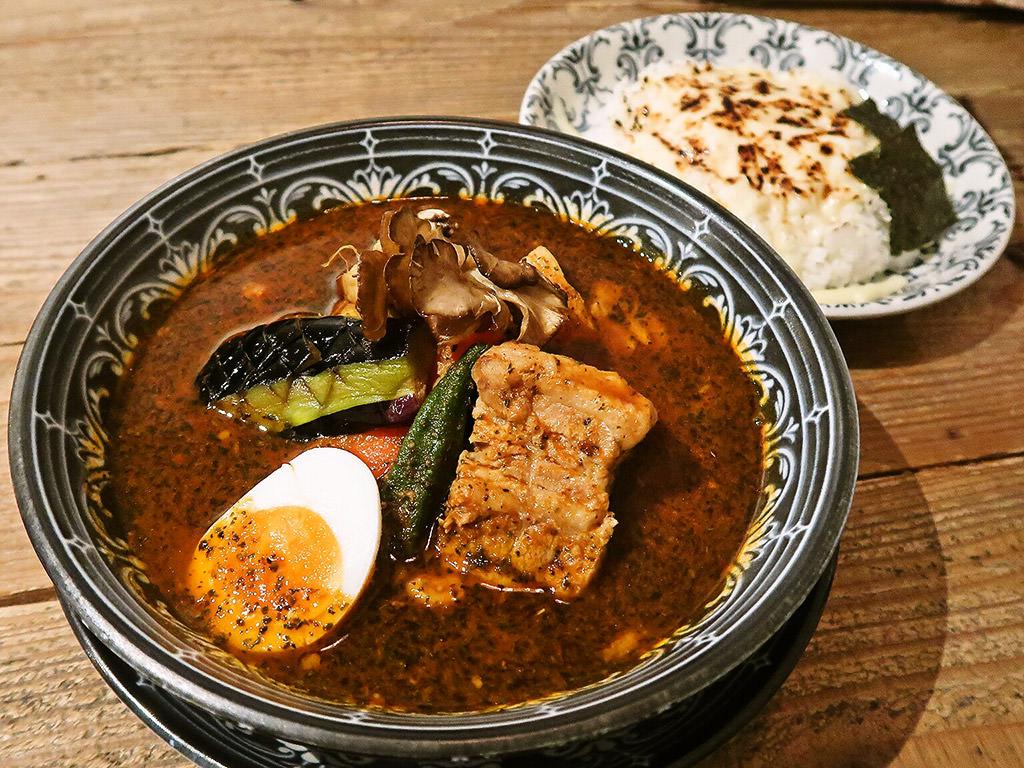 札幌らっきょ エスタ店「十勝産どろ豚角煮のスープカレー」