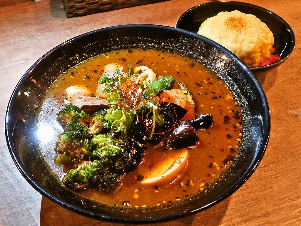 スープカレー ネイビーズ (SOUP CURRY NAVY'S)「ホロホロ角煮と大根のスープカレー」